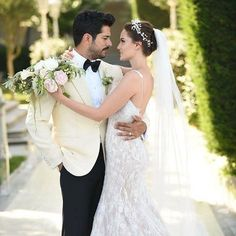Wedding Photography Tips for Couples – Fashion Digger Turkish Wedding Dress, Wedding Photography Checklist, Wedding Couple Poses Photography, Wedding Pics, Wedding Couples, Wedding Gowns, Bride Hairstyles, Marie, Bridal