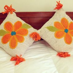 Tejidos a Telar Marie etchevers                              … Colchas Quilt, Quilts, Embroidery Patterns, Hand Embroidery, Flower Pillow, Punch Needle, Handicraft, Framed Art, Art Pieces