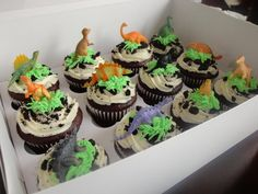 DINOSAUR cupcakes!
