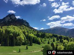 Pár pekných dní pred nami čo tak dopriať si takýto pohľad?  parádička a #praveslovenske od @robertrendek  Zo Sedla Vrchpodžiar - Malý a Veľký Rozsutec Stoh  #janosikovediery #malafatra #malyrozsutec #velkyrozsutec #stoh #slovensko #slovakia #hiking #adventure #adventures #trip #green #forest #trees #nature #landscape #clouds #bluesky #hills #mountains #mountain