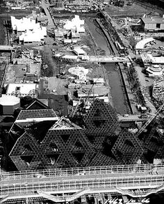 Expo 67 - La construction d'Expo 67 Expo 67 Montreal, Montreal Ville, Old Pictures, Old Photos, Pavilion Design, Old Port, History Class, World's Fair, Habitats