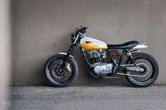 Yamaha SR500 scrambler built by Chicago photographer Daniel Peter