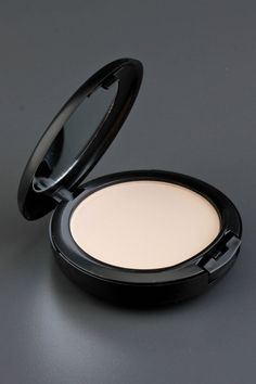 MAC Studio Fix Powder Plus Foundation In NC15 - Beyond the Rack