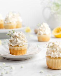 Lemon and Elderflower Cupcakes - Food Duchess Sprinkle Cupcakes, Lemon Cupcakes, Cupcake Flavors, Cupcake Recipes, Bio Food, Cupcake Pans, Lemon Muffins, Swiss Meringue Buttercream, Elderflower