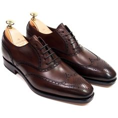Style no. 922 built on the beautiful Rain last. This wing tip oxford comes in a beautiful vegano brown calfskin made with a leather outsole. This oxford looks great with denims, chinos and dress slack