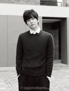 Yoon Kyun Sang Korean Magazine Lovers Korean Star, Korean Men, Asian Men, Asian Actors, Korean Actors, Kyun Sang, Netflix Horror, 2012 Movie, Sung Kyung