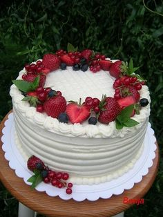 Strawberry Cake on Cake Central The post Strawberry Cake on Cake Central appeared first on Orchid Dessert. Strawberry Birthday Cake, Strawberry Cakes, Food Cakes, Cupcake Cakes, Bolo Ferrero Rocher, Strawberry Cake Decorations, Dessert Blog, Cake Central, Salty Cake
