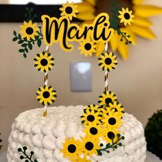 Cute Birthday Ideas, Sweet 16 Birthday Cake, Girl Birthday Decorations, 20th Birthday, Birthday Cake Toppers, Birthday Parties, Sunflower Party, Sunflower Baby Showers, Paper Sunflowers