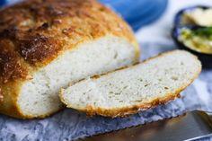 Chleb z garnka - szybki przepis bez wyrabiania, który zawsze wychodzi | Krytyka Kulinarna Banana Bread, Desserts, Food, Tailgate Desserts, Deserts, Essen, Postres, Meals, Dessert