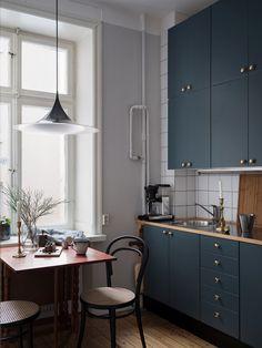 Modern Home Decor Kitchen Apartment Interior, Home Interior, Interior Design Living Room, Kitchen Cabinet Design, Interior Design Kitchen, Home Decor Kitchen, Home Kitchens, 50s Kitchen, Elegant Kitchens