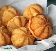Kueh Bahlu ~ Mini Chinese Sponge Cake Chinese New Year Chinese Sponge Cake Recipe, Sponge Cake Recipes, Asian Snacks, Asian Desserts, Chinese Cake, Chinese Food, Asian Cake, Traditional Cakes, Malaysian Food