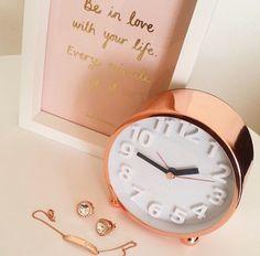 Rose gold clock....need.
