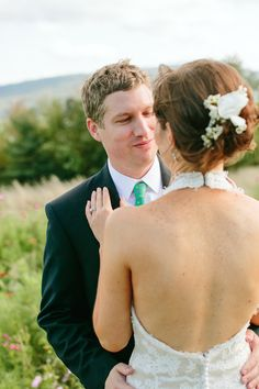 great way to capture how pretty the back of your dress is