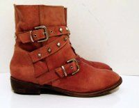 Sz 9 Vintage brown leather flat ankle boots with overlapping studded strap and buckle