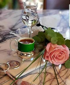 """Coffe with rose pink So beauty""""Queen Coffee Gif, I Love Coffee, Coffee Break, My Coffee, Coffee Shop, Coffee Cups, Coffee Lovers, Chocolates, Tea And Books"""