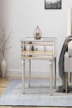 mirrored accent table with drawers Living Room Sofa, Living Room Furniture, Living Room Decor, Sofa Tables, End Tables, Mirrored Accent Table, Art Deco Decor, Table Frame, Wood Mirror