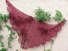 Filigrano shawl pattern by Birgit Freyer. Knitted Triangle shawl; free pattern