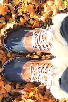 Nää on ihanat! Crocs Women's AllCast Luxe Duck Boot.
