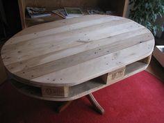 Ovaler Tisch aus einer alten Europalette und einem alten Tischbein, Erfurt