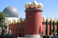 Private Tour: World of Salvador Dalí from Barcelona Discover the surreal world of the Catalan genius Salvador Dalí at his own museum in Figueres and at his castle in the town of Pubol. On this private journey from Barcelona. Accompanied by your own local guide, you will enjoy personalized attention on your tour.Start your private day trip from Barcelona, by travelling towards Dali's birthplace, Figueres. The Dalí Theatre-Museum is the largest and most surreal obj...