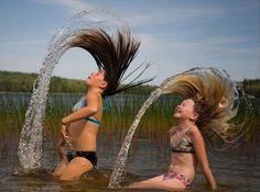 パットン池、メイン州 Photograph by Christine Guinness 髪の毛を振り回して遊ぶ娘と友達。思わずシャッターを切ると、2009年夏のベストショットとなった。メイン州の素敵なパットン池にて。