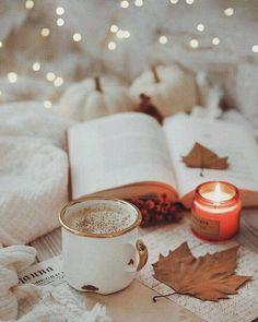Sobota✨ Dzisiaj Nina dała nam pospać prawie do 9 Cozy Aesthetic, Autumn Aesthetic, Christmas Aesthetic, Aesthetic Coffee, Pink Aesthetic, Autumn Photography, Book Photography, Autumn Cozy, Cozy Winter