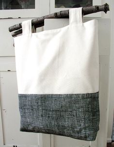 A tote bag with real tree branch handles. Great tutorial - LOVE this. I think I would make it with driftwood or beaver wood so the bark doesn't chip off..