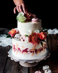 Svadobna poschodova z minuleho vikendu. Kvety  makronky.   #coolinari #exkluzivnetorty #foodblog #foodphotography #cake #dort #torta #torte #sweetcake #cakedecorating #cakedesign #cakedecorator #foodblogger #slovakblogger #simply #delicious Mini Cheesecakes, Sweet Cakes, Cake Decorating, Food Photography, Desserts, Recipes, Blog, Instagram, Dulce De Leche
