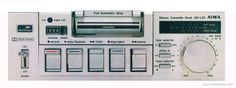 Deck de cassette Hifi de inicio de 80's del fabricante Aiwa, el modelo es el L-22. Este línea de equipos dió inicio a la revolución de los Minicomponentes de alta fidelidad de sonido, se realizaron varios clones de fabricantes de menor reputación.