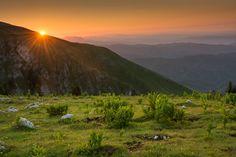 Sunrise at Buila-Vânturarița National Park, Vâlcea County, Romania (by Radu Baciu)