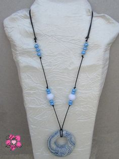 Collana Pietra lavica cerchio blu e bianco, by Cloe Bijoux, 10,00 € su misshobby.com