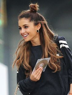 Half-Bun Hairstyles - How to customize your half-bun to your hair texture like Ariana Grande