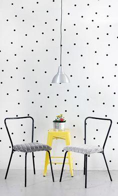 http://followthecolours.com.br/follow-decora/passo-passo-como-fazer-uma-parede-de-bolinhas/