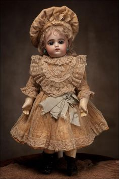 French Bebe by Francois Gaultier . Old Dolls, Antique Dolls, Vintage Dolls, Beautiful Costumes, Beautiful Dolls, Doll Dress Patterns, Clothing Patterns, My Doll House, French Silk