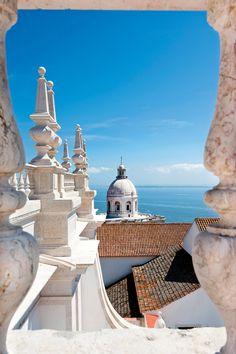 """""""La fascinante Lisboa · National Geographic en español. · Rutas y escapadas   Alfama  Vista del Panteón desde la iglesia de San Vicente, en el barrio de Alfama."""" #lisbon #Portugal"""