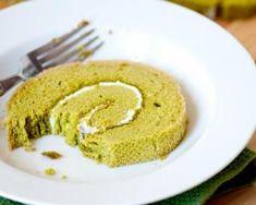 Gâteau roulé au thé Matcha et à la crème légère au citron : http://www.fourchette-et-bikini.fr/recettes/recettes-minceur/gateau-roule-au-matcha-et-la-creme-legere-au-citron.html