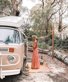 A mug full of wine, or maybe two. And another night under the stars with you. Just Elise Cook living out better life Vw Bus, Vw Camper, Van Hippie, Hippie Vibes, Wolkswagen Van, Combi T2, Bus Girl, Van Living, Vans