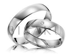 R137 Tyto palladiové prsteny můžeme popsat velmi jednoduše - naprostá jednoduchost a nestárnoucí krása - chtělo by se říct klasika. A kdo by chtěl na své ruce nosit něco komplikovaného? Pánský prsten je celý v lesklém provedení, stejně jako dámský, ve kterém je navíc zasazen kamínek. #bisaku #wedding #rings #engagement #svatba #snubni #prsteny #palladium Bangles, Bracelets, Marriage, Wedding Rings, Engagement Rings, Pure Products, Jewelry, Ideas, Diamond