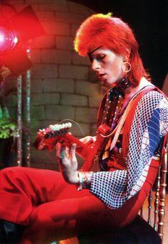 In David Bowie released his third album called The Man Who Sold the World . On the record cover, Bowie is pictured reclining on a chai. Angela Bowie, Glam Rock, A Saucerful Of Secrets, Duncan Jones, El Rock And Roll, Ziggy Played Guitar, David Bowie Ziggy, Rock & Pop, Harajuku