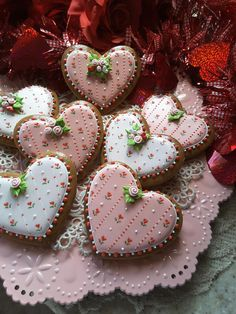 Find best ideas / inspiration for Valentine's day cookies. Get the best Heart shaped Sugar cookies for Valentine's day & royal icing decorating ideas here. Valentine's Day Sugar Cookies, Fancy Cookies, Heart Cookies, Iced Cookies, Cute Cookies, Royal Icing Cookies, Valentines Day Cookies, Valentines Sweets, Holiday Cookies