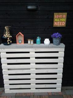 Gemaakt door mijn man....n idee van pinterest....i.p.v 2 pallets maar 1 gebruikt , tuin is niet zo groot....staat heeeel gezellig