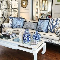Blue and White Chinoiserie (Chinoiserie Chic) Blue Rooms, White Rooms, Coastal Living Rooms, Living Room Decor, Blue And White Living Room, Chinoiserie Chic, Chinoiserie Fabric, Blue And White China, Asian Decor