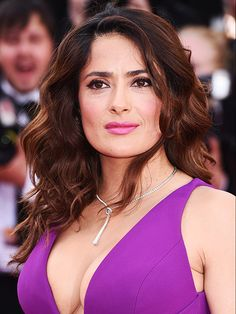 2015 Cannes Film Festival - Salma Hayek's pretty, effortless waves with hot pink lipstick