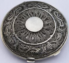 Fine Antique Iraqi Islamic Solid Silver Filigree Niello Compact Case / Box c1925