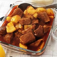 A Carne de Panela com Batata é simples, econômica e fácil de fazer. Além disso, é uma carne de panela bem molhadinha e saborosa. Confira a receita!