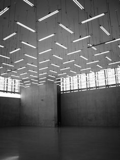 Bregenz art museum lighting without the lowered ceiling Light Architecture, Architecture Details, Interior Architecture, Interior Design, Linear Lighting, Lighting Design, Suspended Lighting, Museum Lighting, Neon Licht