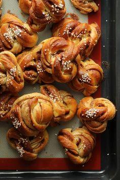 the world champion's cinnamon rolls Cinnamon Rolls, Sausage, Sweets, Meat, Baking, Gardens, Food, Desserts, Pastry Chef