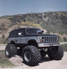 Do you remember the Desert Beast Ford Bronco monster truck? Ford Bronco, Bronco Truck, Ford 4x4, Lifted Ford Trucks, Cool Trucks, Pickup Trucks, Mudding Trucks, Ford 2000, Monster Trucks