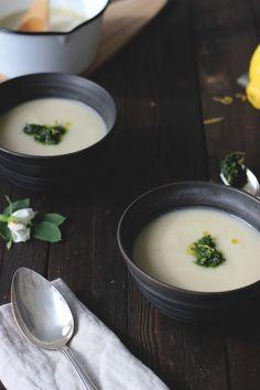 Kohlabi-Kokossuppe mit Petersilien-Zitronen-Gremolata, vegan. Holunderweg18 Gremolata, Soup And Salad, Ramen, Salads, Ethnic Recipes, Soups, Food, Design, Quick Vegetarian Recipes