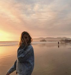 Image about girl in beachy by Emmi on We Heart It Summer Pictures, Beach Pictures, Photographie Portrait Inspiration, Poses Photo, Beach Poses, Instagram Pose, Disney Instagram, Insta Pictures, Insta Photo Ideas